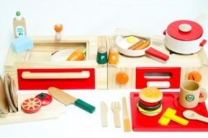 木製キッチンとままごとセット プラントイの木製調理用具セット