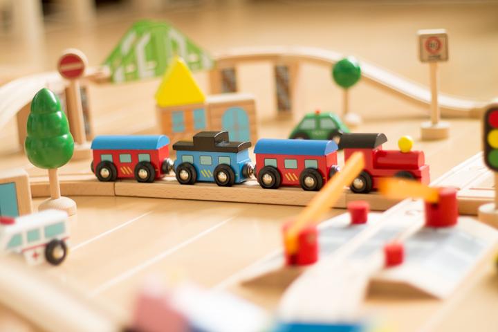 木製汽車おもちゃ