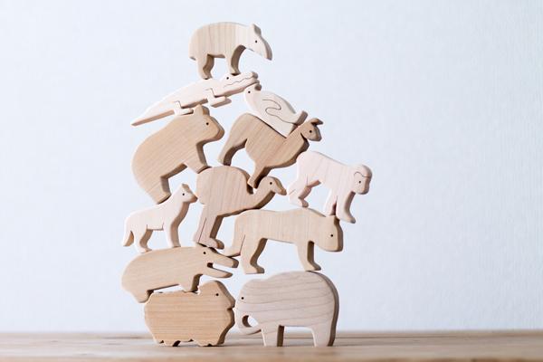 12匹の動物を積み上げた様子拡大
