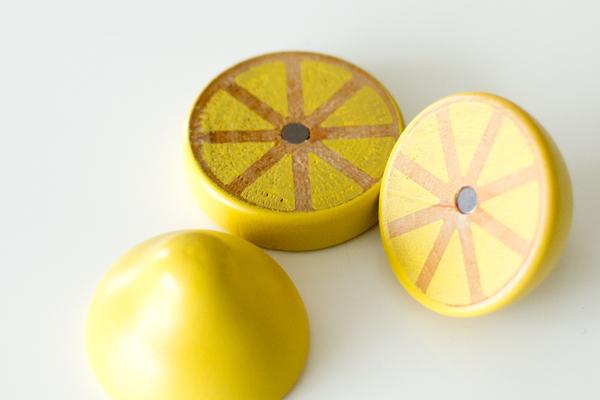 レモンを3つにカットした様子