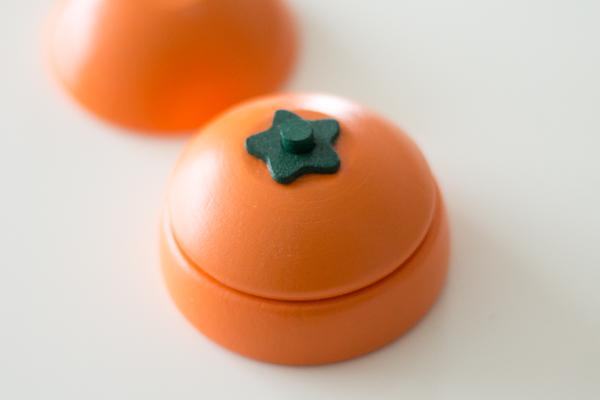 オレンジをカットした様子