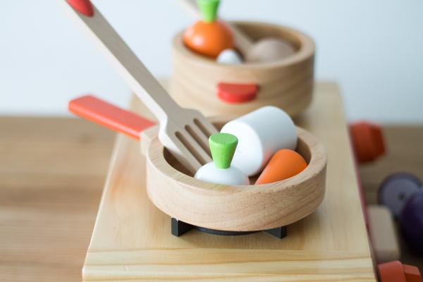 調理用具セットと野菜拡大