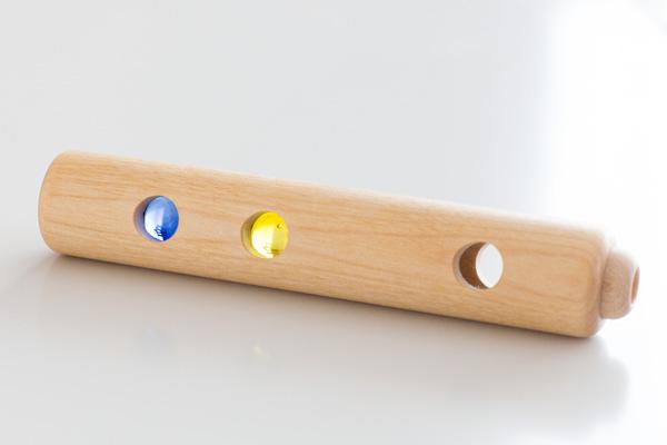 青と黄色のビー玉拡大
