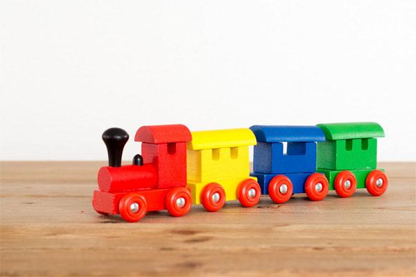 ヘルシンキ 機関車木のおもちゃ