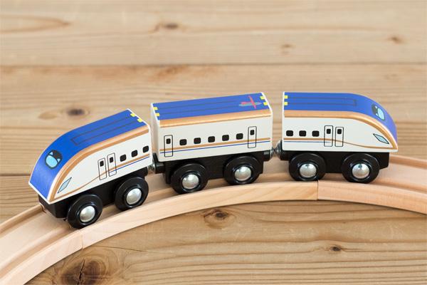 モクトレイン E7系新幹線かがやき