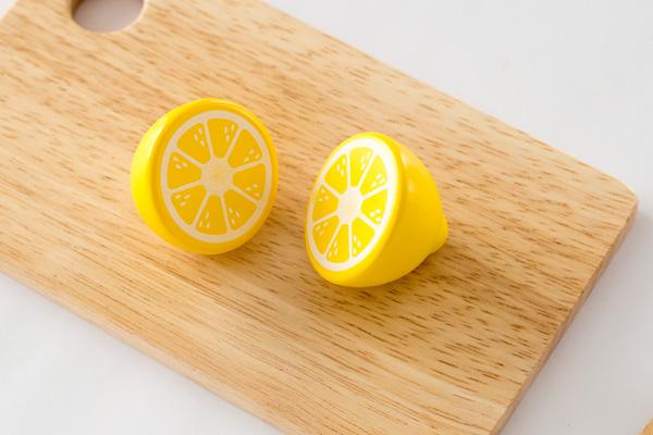 木のおもちゃレモンカット後
